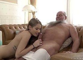 Videos porno doido com netinha trepando com avô sortudo